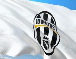 """صوت الإمارات - ميلان يتغلب على فيرونا بعد """"ريمونتادا"""" مُثيرة ويتصدر الدوري الإيطالي"""