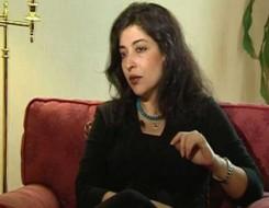 صوت الإمارات - الناقدة المصرية شيرين أبو النجا تحلم أن يتحول النص النقدي لإبداعي